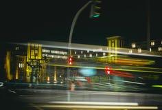 Suddighet för laser för exponering HVV för Hamburg stadsnattetid royaltyfria bilder