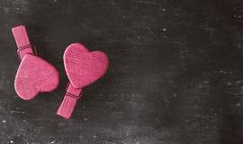 suddigheta hjärtor Hjärta för två rosa färg Älska begreppet för dag för moder` s och dag för valentin` s Vykort för dag för valen Royaltyfri Bild