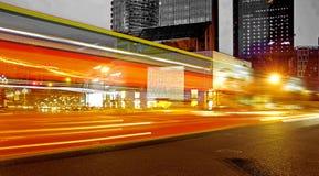 suddigheta trails för ljus hastighet för buss höga Fotografering för Bildbyråer