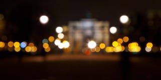 Suddighetsbakgrund med ljus av nattstaden arkivbilder
