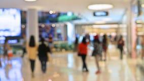 Suddighetsbakgrundsköpcentrum med folk som inom går blurriness fotografering för bildbyråer