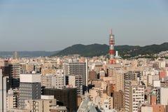 Suddighetscityscapebakgrund av stadskontoret står högt och bostads- Fotografering för Bildbyråer