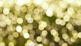 Suddighetsfokus av ljus på svart bakgrund från lampan i natt på jul för ny härlig romantisk ferie för år 2018 så stock video