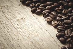 suddighett kaffe f?r bakgrund edges b?nan den selektiva fokusen royaltyfri bild