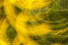 Suddigt foto av blommor med rörelseeffekt som bakgrund eller t royaltyfri bild