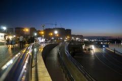 Suddigt foto, stadsinvallning Härliga ljus på stranden Royaltyfria Foton