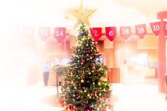Suddigt julträd, snö, jul, bakgrund royaltyfri foto