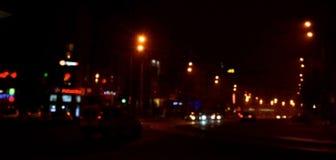 Suddigt landskap av nattstaden Arkivfoton