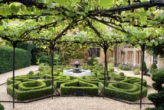 Sudeley Castle fountain & garden in Winchcombe, England stock photography