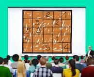 Sudokuraadsel die de Vrije tijdsconcept oplossen van de Probleemoplossing Stock Afbeelding