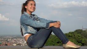 Sueño adolescente feliz del día de la muchacha Imagenes de archivo