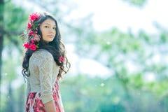 Sueño con flores y mariposas fotografía de archivo libre de regalías