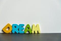 Sueño de madera colorido de la palabra con background1 blanco Fotografía de archivo