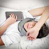 Sueño del adolescente con la tableta Imagen de archivo libre de regalías