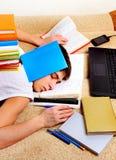 Sueño del adolescente con libros Fotografía de archivo libre de regalías