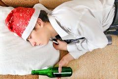 Sueño del adolescente con una cerveza Imagen de archivo libre de regalías