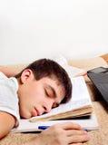Sueño del adolescente en los libros Imágenes de archivo libres de regalías