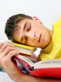 Sueño del adolescente en los libros Fotos de archivo libres de regalías