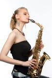 Sueño del blonde atractivo sensual con el saxofón imagen de archivo