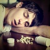 Sueño del hombre con las píldoras Imagen de archivo