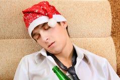 Sueño del hombre joven en Santa Hat Fotografía de archivo libre de regalías