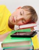 Sueño del niño con libros foto de archivo libre de regalías