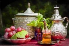 Sueño del oasis con té de la menta fotografía de archivo