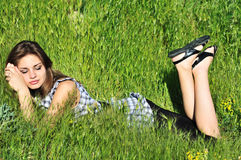 Sueño en hierba Imágenes de archivo libres de regalías