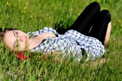 Sueño en hierba Foto de archivo libre de regalías