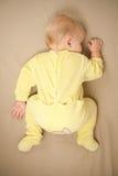 Sueño joven lindo del bebé en cama   Fotos de archivo libres de regalías