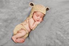 Sueño pacífico de un bebé recién nacido imágenes de archivo libres de regalías