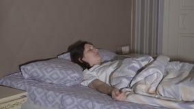 Sueños agitados Una mujer joven tiene una pesadilla metrajes