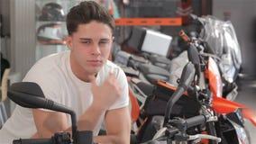 Sueños del comprador en la moto metrajes