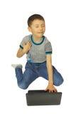 Sueños del muchacho con el ordenador portátil Fotos de archivo