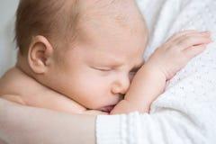Sueños dulces del bebé recién nacido fotografía de archivo