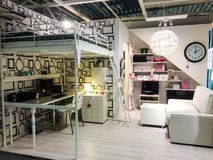 SUECIA - 1 DE AGOSTO: Tienda de muebles interior fotografía de archivo