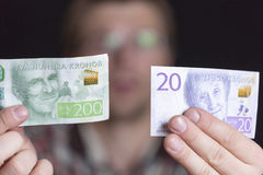 Sueco notas de 200 y 20 coronas Imagen de archivo