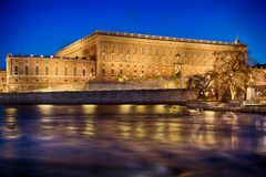 Sueco Royal Palace en Estocolmo por noche Imagenes de archivo