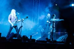 Suele Jansen y a Marco Hietala de la banda de rock finlandesa Nightwish Fotos de archivo