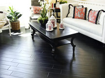 Suelo de madera duro en área de la sala de estar Imagen de archivo