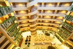 Suelos y escalera en hotel del congreso del diafragma Foto de archivo libre de regalías