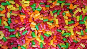 Suelte el caramelo coloreado foto de archivo