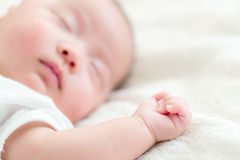 Sueño asiático del bebé Foto de archivo libre de regalías