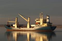 SUEZ CANAL/EGYPT - 3rd JANUARI 2007 - styckegodsskeppet San Royaltyfri Foto