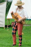 SUFFOLK GROSSBRITANNIEN KENTWELL HALL: Am 5. Mai 2014: Minnesänger, der hurdy gurdy spielt Stockbilder