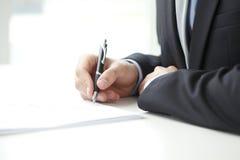 Suficiência do homem de negócios o formulário foto de stock