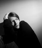 Sufrimiento de la mujer joven Imagenes de archivo