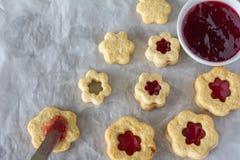 Sugar Cookies com o doce que enche-se de cima de imagens de stock royalty free