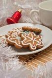 Sugar Cookies e leite decorados para Santa no tempo do Natal sobre Foto de Stock Royalty Free