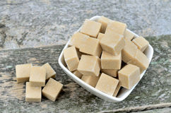 Sugar cubes in ceramic bowl Royalty Free Stock Photography